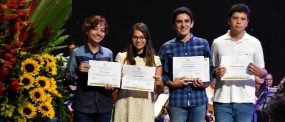 Diplomas DSD I: Carlos Quiñones gana varios premios