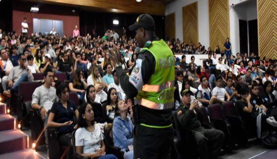 Policía Nacional y Fiscalía dictaron en nuestro colegio charlas sobre temas relacionados con la convivencia