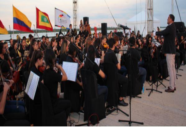 La Orquesta Sinfónica y el Coro Juvenil brillaron durante el homenaje 'Alemania frente al río'