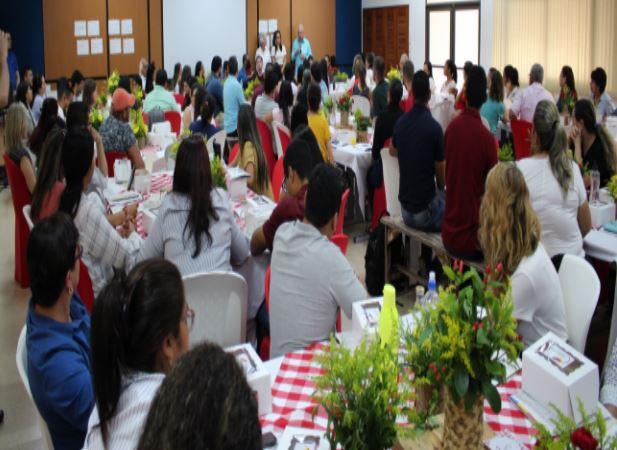 Nuestro colegio brindó emotiva bienvenida a docentes y empleados