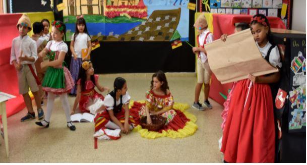 Nuestro colegio realizó la Expo-Bundesländer y celebró el Deutschlandtag