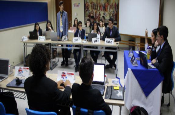 Primer Euromodell interno convocó a toda la Secundaria de nuestro colegio