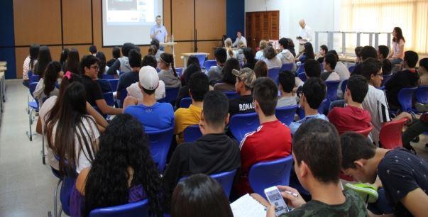 Profesor polaco dictó charla en nuestro colegio sobre la reconciliación entre Alemania y Polonia