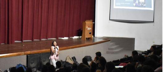 Samantha Castro presentó investigación sobre el Carnaval en nuestro colegio