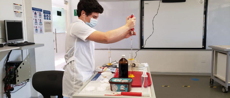 """""""Fortalecimos el plan de trabajo de las áreas que necesitaban el desarrollo experimental y la utilización de sensores e instrumentos"""": Heidy Navarro (Directora del Bachillerato Internacional)"""
